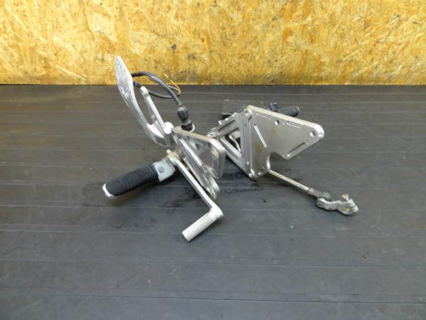 【160919】バンディット400(GK75A)◆ステップ 左右 ペダル 難有 | 中古バイクパーツ通販・買取 ジャンクヤード鳥取 JunkYard