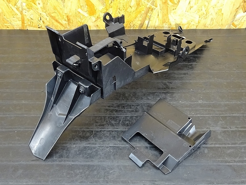 【191001.Y】YZF-R3(RH07J-001)★ リアインナーフェンダー バッテリーボックス 小物入れ 【検:MT-03 MT-25 YZF-R25 | 中古バイクパーツ通販・買取 ジャンクヤード鳥取 JunkYard