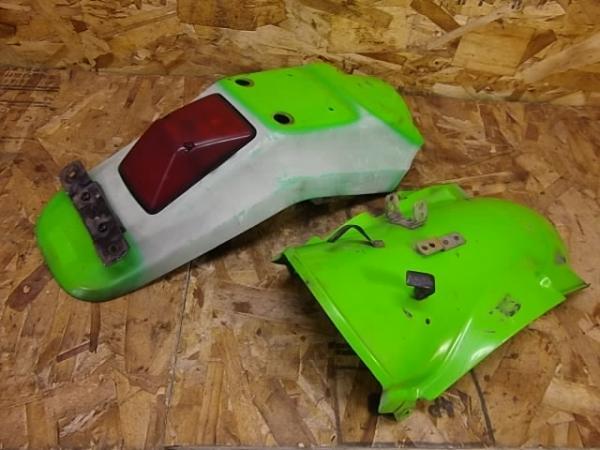 KLX250ES(LX250E-300)◎純正リアフェンダー 緑 テール付き | 中古バイクパーツ通販・買取 ジャンクヤード鳥取 JunkYard