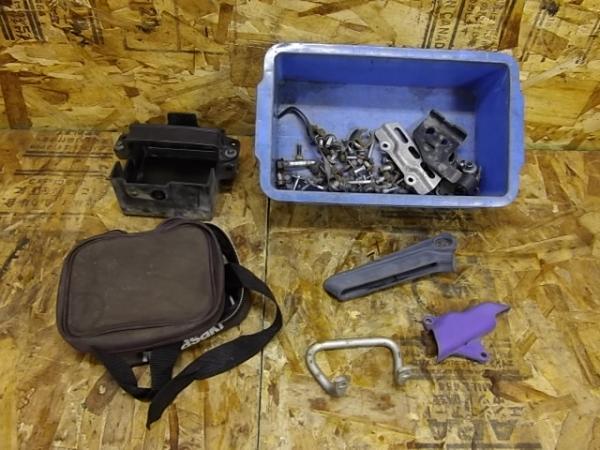KLX250ES(LX250E-300)◎バッテリーボックス 小物入れ ボルト | 中古バイクパーツ通販・買取 ジャンクヤード鳥取 JunkYard