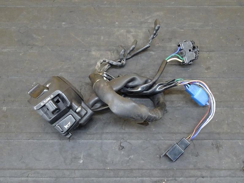 【200713】CB400SF Vtec3(NC39-1208)■ ハンドルスイッチ左 スイッチボックス 【SPEC3 スペック3 VTECⅢ | 中古バイクパーツ通販・買取 ジャンクヤード鳥取 JunkYard
