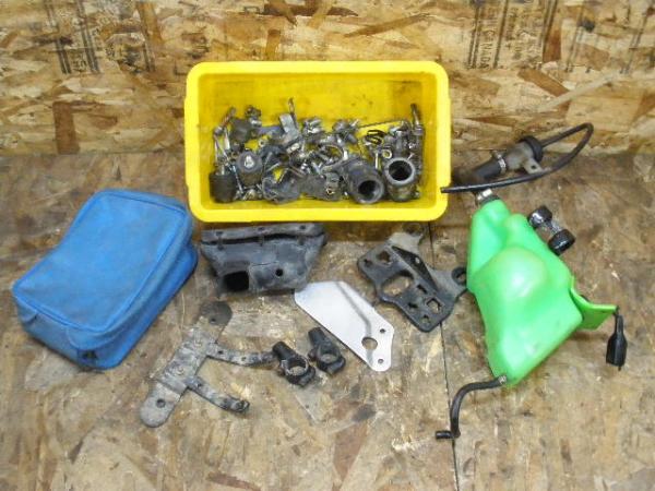KDX250SR(DX250F-001)◇オイルタンク 小物入れ ボルトセット | 中古バイクパーツ通販・買取 ジャンクヤード鳥取 JunkYard