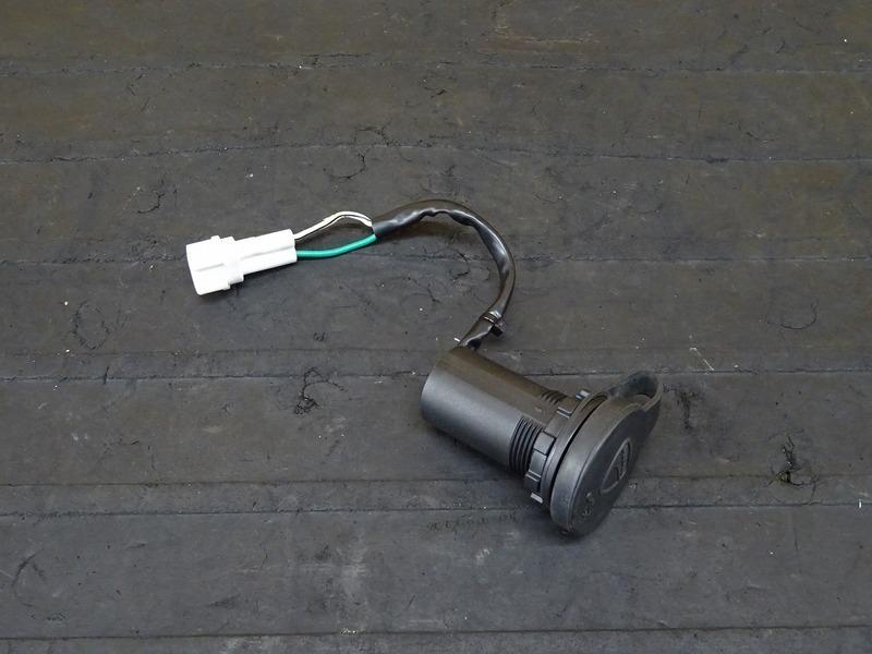 【201020】ドゥカティ スクランブラー アイコン '20■ 純正USB電源 ローボルテージソケット 【DUCATI ICON | 中古バイクパーツ通販・買取 ジャンクヤード鳥取 JunkYard