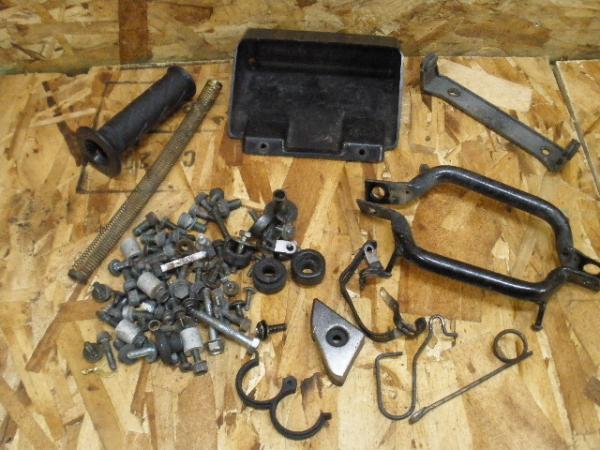 バンディット250V(GJ77A-109)◎小物入れ 荷掛けグリップ ボルト | 中古バイクパーツ通販・買取 ジャンクヤード鳥取 JunkYard