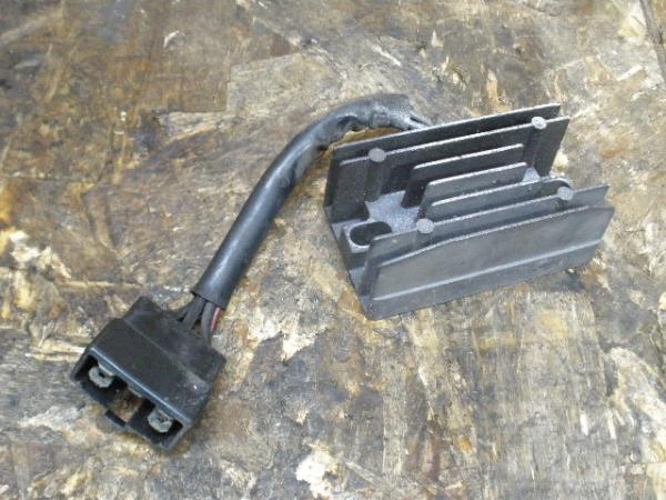 バンディット250V(GJ77A-109)◎レギュレター レギュレーター | 中古バイクパーツ通販・買取 ジャンクヤード鳥取 JunkYard