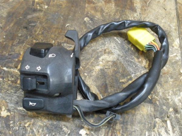 バンディット250V(GJ77A-109)◎ハンドルスイッチ 左 ウインカー | 中古バイクパーツ通販・買取 ジャンクヤード鳥取 JunkYard