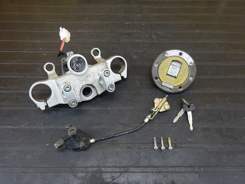 【210215】XJR400(4HM-002)■ キーセット メインキー イグニッションキー YM-8 シートロック ヘルメットホルダー トップブリッジ Φ41㎜ | 中古バイクパーツ通販・買取 ジャンクヤード鳥取 JunkYard