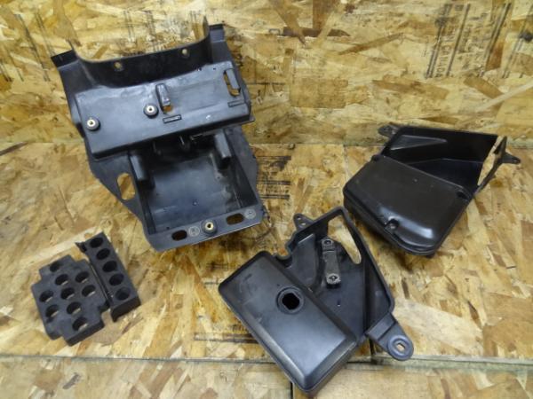 バルカン400(VN400A-002)◇バッテリーボックス ツールボックス | 中古バイクパーツ通販・買取 ジャンクヤード鳥取 JunkYard