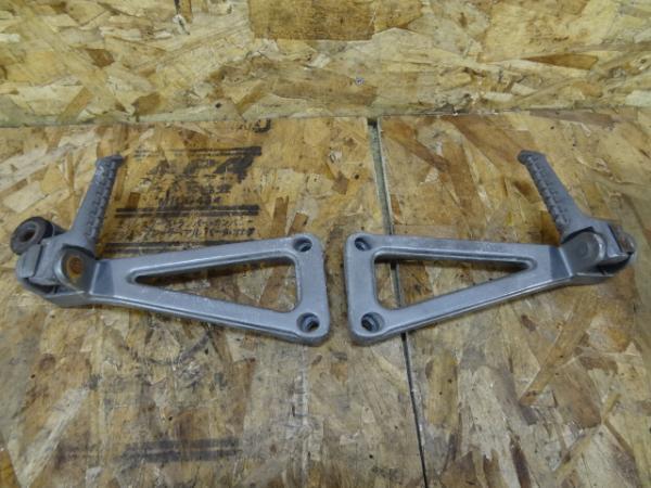 バリオス250(ZR250A-035)◎純正タンデムステップ 左右 ベース | 中古バイクパーツ通販・買取 ジャンクヤード鳥取 JunkYard