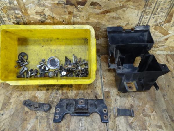 バリオス250(ZR250A-035)◎バッテリーボックス コック ボルト | 中古バイクパーツ通販・買取 ジャンクヤード鳥取 JunkYard