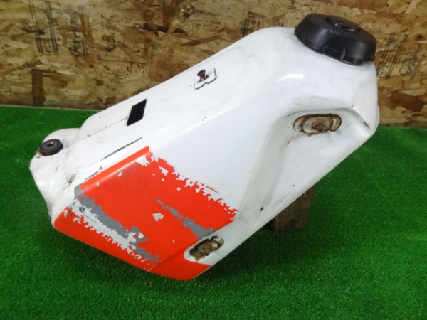 CRM250R(MD24-1205)◎純正ガソリンタンク 燃料 キャップ付 | 中古バイクパーツ通販・買取 ジャンクヤード鳥取 JunkYard