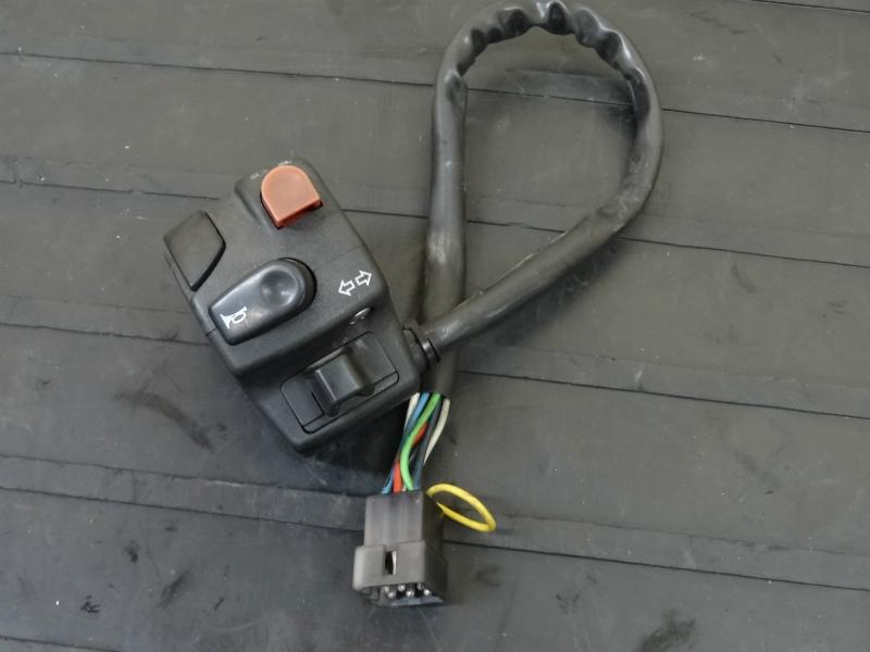 《140419》ハスクバーナ SM400R◇ハンドルスイッチ左 ウィンカー | 中古バイクパーツ通販・買取 ジャンクヤード鳥取 JunkYard