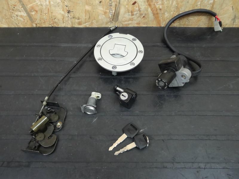《140430》CB400SF(NC31)◇キーセット メインスイッチ キャップ | 中古バイクパーツ通販・買取 ジャンクヤード鳥取 JunkYard