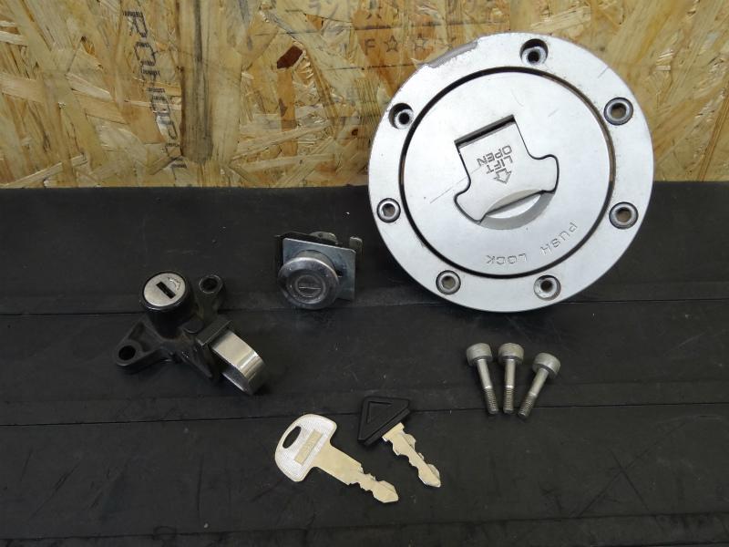 《140515》NSR250R-SE(MC28)◇タンクキャップ キーセット 鍵付 | 中古バイクパーツ通販・買取 ジャンクヤード鳥取 JunkYard