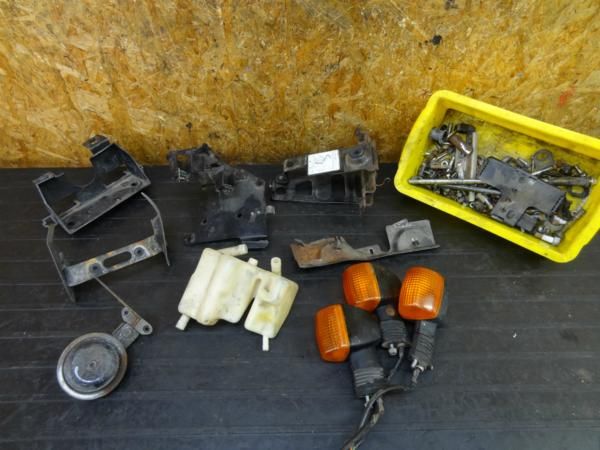 【170204】VF750F(RC15-1003)◇ウインカー バッテリーボックス ボルトセット | 中古バイクパーツ通販・買取 ジャンクヤード鳥取 JunkYard