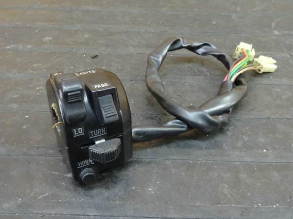 【170419】SR400(RH01J-019)◆ハンドルスイッチ 左 ウインカースイッチ   中古バイクパーツ通販・買取 ジャンクヤード鳥取 JunkYard