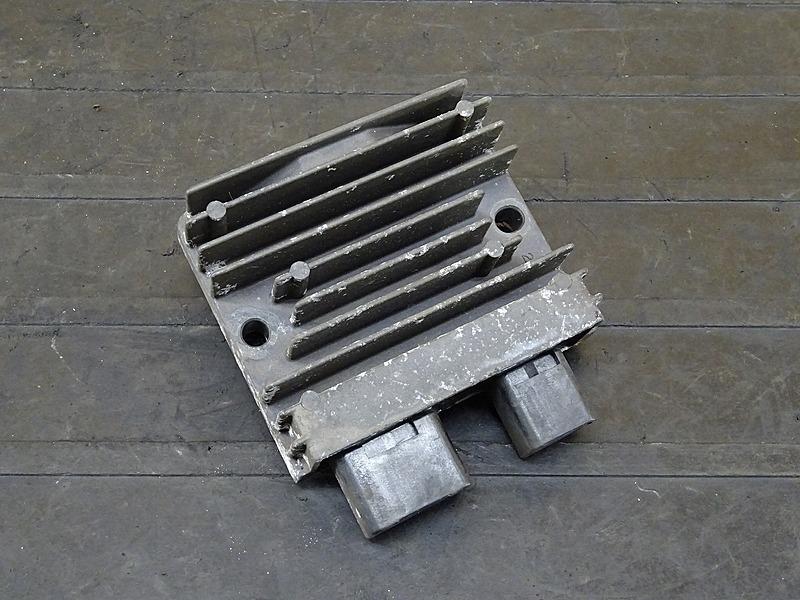 【200330】VTR250 Fi(MC33-1401)■ レギュレーター レギュレター 【インジェクション   中古バイクパーツ通販・買取 ジャンクヤード鳥取 JunkYard