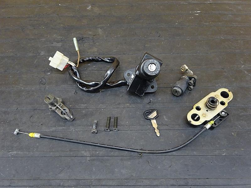 【200317】ZRX1100(ZRT10C-012)■ キーセット メインキー イグニッションキー ヘルメットホルダー シートロック | 中古バイクパーツ通販・買取 ジャンクヤード鳥取 JunkYard