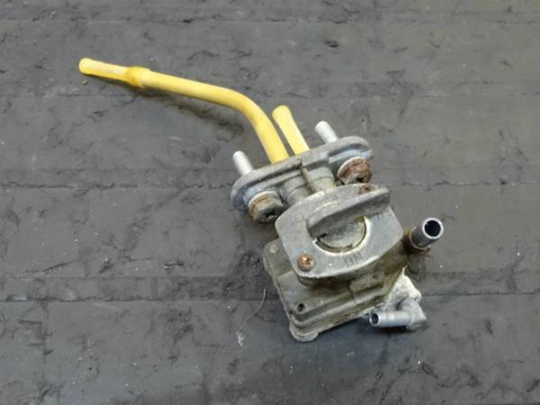 【150312】スーパーシェルパ(KL250G)◎フューエルコック 燃料 | 中古バイクパーツ通販・買取 ジャンクヤード鳥取 JunkYard