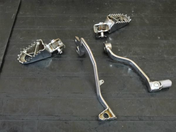 【150418】KX80◇ステップ ペグ シフト/ブレーキペダル メッキ | 中古バイクパーツ通販・買取 ジャンクヤード鳥取 JunkYard
