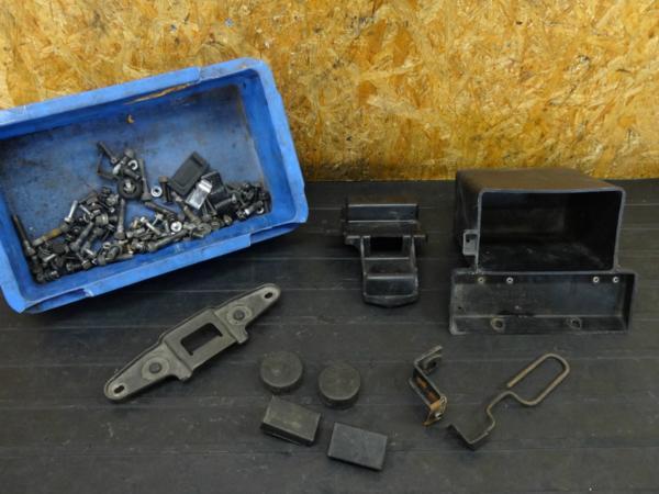 【160903】GPZ400F(ZX400A)◇ボルトセット バッテリーボックス | 中古バイクパーツ通販・買取 ジャンクヤード鳥取 JunkYard