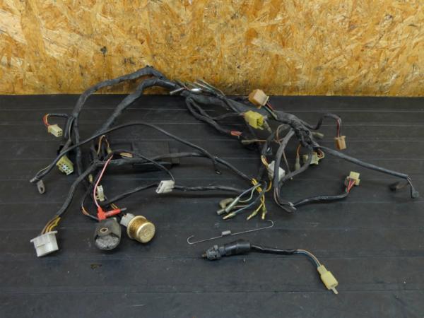【160903】GPZ400F(ZX400A)◇メインハーネス ケーブル リレー | 中古バイクパーツ通販・買取 ジャンクヤード鳥取 JunkYard