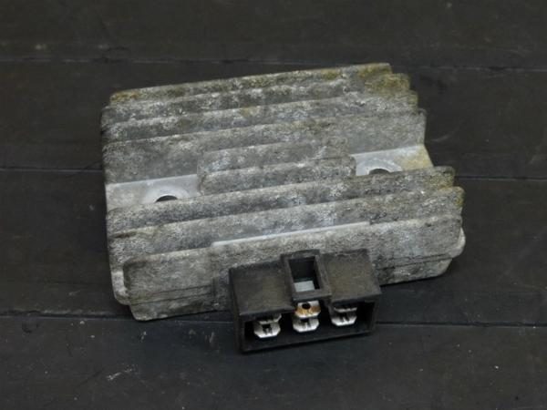 【160903】GPZ400F(ZX400A)◇レギュレーター レギュレター | 中古バイクパーツ通販・買取 ジャンクヤード鳥取 JunkYard