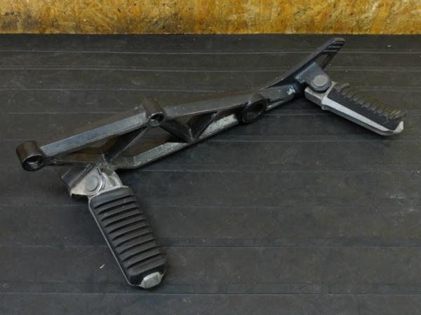 【160903】GPZ400F(ZX400A)◇ステップ 左 メイン タンデム | 中古バイクパーツ通販・買取 ジャンクヤード鳥取 JunkYard