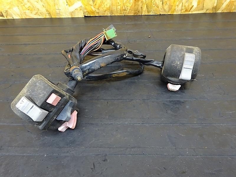 【180928.K】GPZ400F(ZX400A-006)● ハンドルスイッチ 左右セット スイッチボックス | 中古バイクパーツ通販・買取 ジャンクヤード鳥取 JunkYard