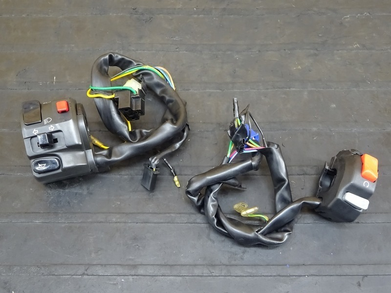 【200803】XJR1300C '15◇ ハンドルスイッチ 左右セット スイッチボックス | 中古バイクパーツ通販・買取 ジャンクヤード鳥取 JunkYard