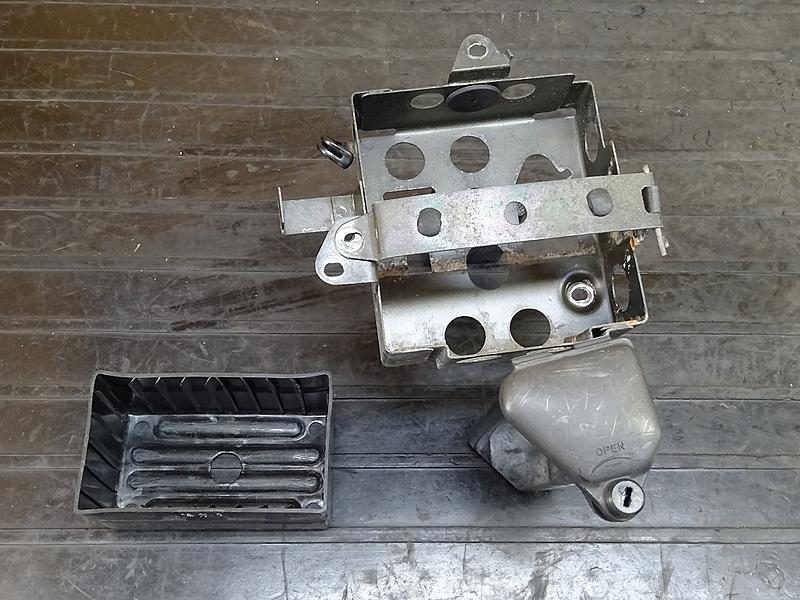 【181130.H】GB250クラブマン2型(MC10-1107)● バッテリーボックス ツールボックス サイドボックス ステー | 中古バイクパーツ通販・買取 ジャンクヤード鳥取 JunkYard