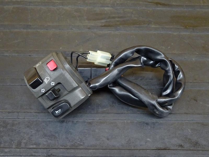 【201101】ZRX1200D(ZRT20D-001)◇ ハンドルスイッチ左 スイッチボックス左 【DAEG ダエグ | 中古バイクパーツ通販・買取 ジャンクヤード鳥取 JunkYard