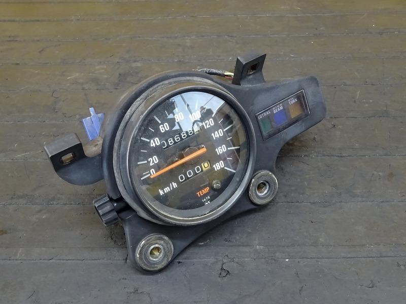 【200528】KDX250SR(DX250F-011)■ スピードメーター インジケーターランプ 8688㎞ 【F2 | 中古バイクパーツ通販・買取 ジャンクヤード鳥取 JunkYard