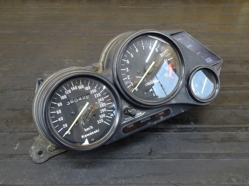 【200627】ZZR1100(ZXT10C-018)■ スピードメーター タコメーター インジケーターランプ 36042㎞ 【ZZ-R1100 C2型 | 中古バイクパーツ通販・買取 ジャンクヤード鳥取 JunkYard