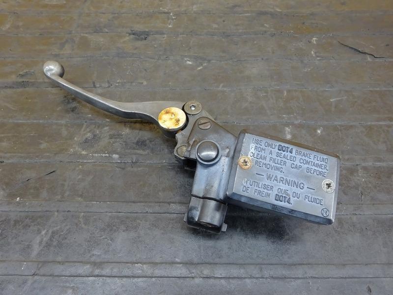 【200627】ZZR1100(ZXT10C-018)◇ クラッチマスターシリンダー Φ14 【ZZ-R1100 C2型 | 中古バイクパーツ通販・買取 ジャンクヤード鳥取 JunkYard