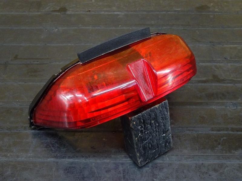 【210120】YZF-R6 '99◇ テールランプ ブレーキランプ 【5EB '99-'00 | 中古バイクパーツ通販・買取 ジャンクヤード鳥取 JunkYard