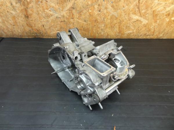 【160711】RGV250ガンマ(VJ22A)◆クランクケース 【SP エンジン | 中古バイクパーツ通販・買取 ジャンクヤード鳥取 JunkYard