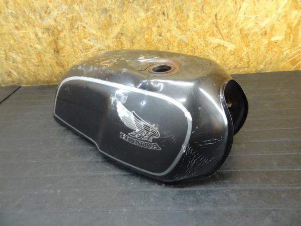 【170207】GB250クラブマン(MC10-1101)◆ガソリンタンク 燃料 塗装ベースに? 難有 | 中古バイクパーツ通販・買取 ジャンクヤード鳥取 JunkYard