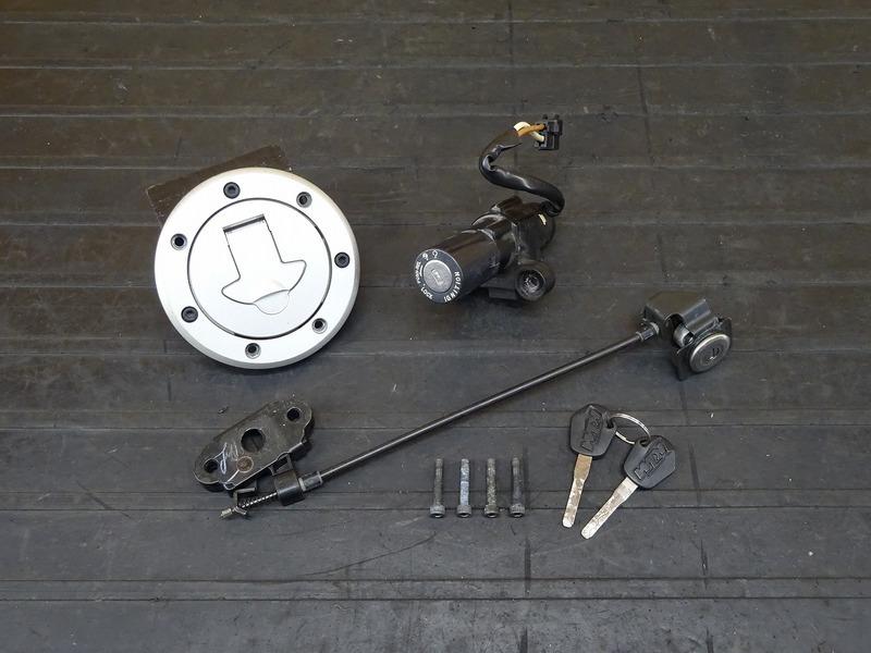 【210113】KTM 125DUKE■ キーセット メインキー イグニッションキー タンクキャップ シートロック 【デューク 200 | 中古バイクパーツ通販・買取 ジャンクヤード鳥取 JunkYard