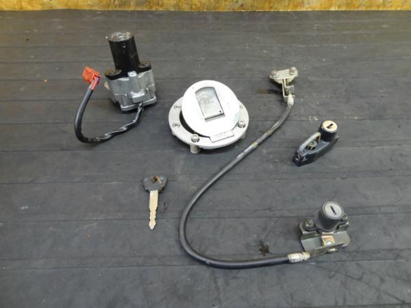 【151214】RZ50(RA02J)◆キーセット メインスイッチ ホルダー | 中古バイクパーツ通販・買取 ジャンクヤード鳥取 JunkYard