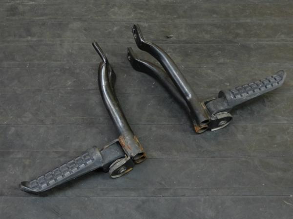 【160604】ZXR400(ZX400H)◎タンデムステップ 左右 リアステップ | 中古バイクパーツ通販・買取 ジャンクヤード鳥取 JunkYard