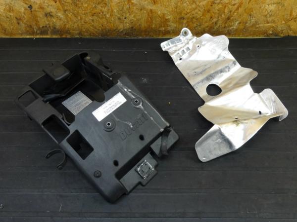 【160930】ドゥカティ 999S◇バッテリーボックス ケース | 中古バイクパーツ通販・買取 ジャンクヤード鳥取 JunkYard