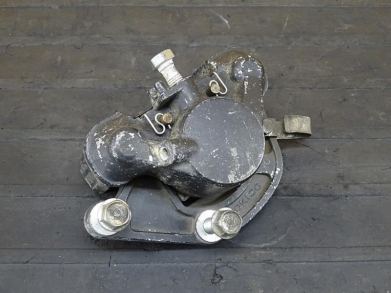 【200417】CB250RS■ フロントブレーキキャリパー | 中古バイクパーツ通販・買取 ジャンクヤード鳥取 JunkYard