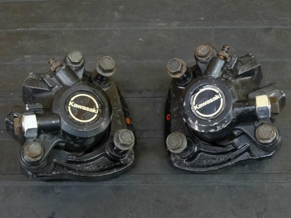 【170206】Z400GP(KZ400M-008)◇フロントブレーキキャリパー 左右 | 中古バイクパーツ通販・買取 ジャンクヤード鳥取 JunkYard