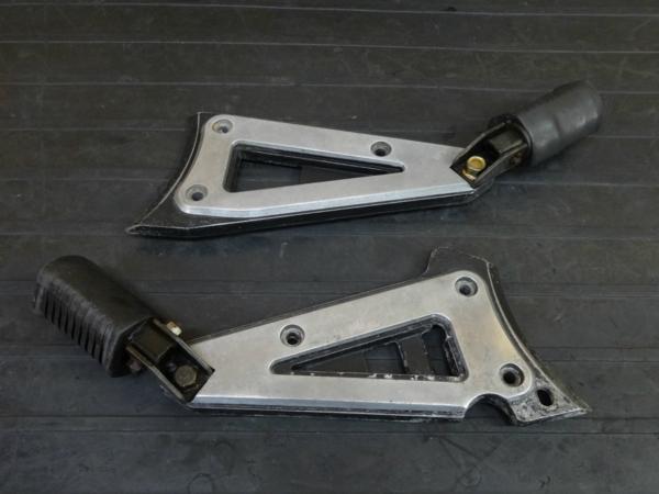 【170206】Z400GP(KZ400M-008)◇タンデムステップ プレート ホルダー 左右 | 中古バイクパーツ通販・買取 ジャンクヤード鳥取 JunkYard