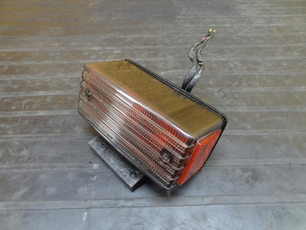 【180418.K】GPZ400(ZX400A-301)●テールランプ ブレーキランプ ライト レンズ 【GPZ400F-Ⅱ Z550】 | 中古バイクパーツ通販・買取 ジャンクヤード鳥取 JunkYard