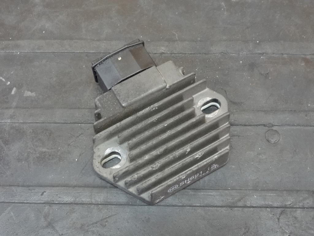 【180511.H】CB400SF Vtec3(NC39-1055)●レギュレーター レギュレター 電装 【SPEC3 スペック3 VTECⅢ | 中古バイクパーツ通販・買取 ジャンクヤード鳥取 JunkYard