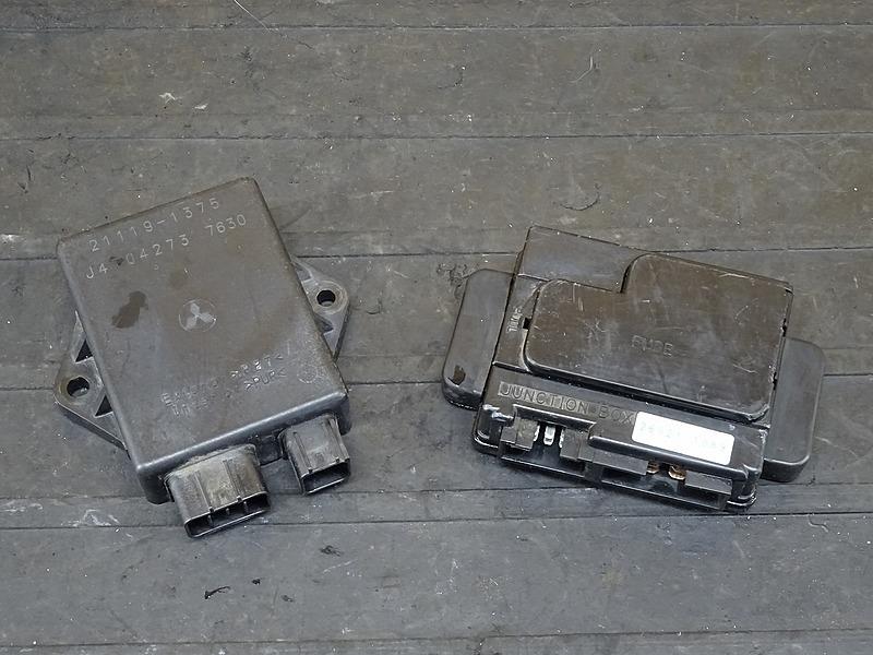 【200313】ZZR400(ZX400N-020)■ CDI イグナイター ジャンクションボックス ヒューズボックス 【ZZ-R400 N5型 | 中古バイクパーツ通販・買取 ジャンクヤード鳥取 JunkYard
