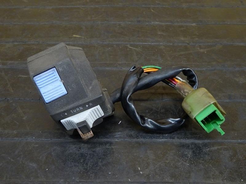 【000A】Dトラッカー(LX250E-321)◇ ハンドルスイッチ左 スイッチボックス左 【D-TRACKER 250SB | 中古バイクパーツ通販・買取 ジャンクヤード鳥取 JunkYard