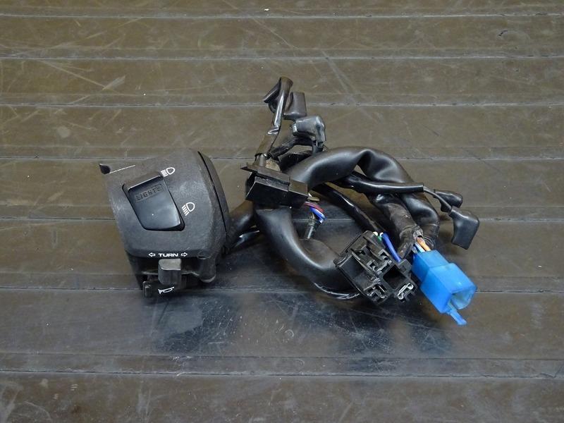 【210426】CB400SF Vtec3(NC39-1202)◇ ハンドルスイッチ左 スイッチボックス左 【SPEC3 スペック3 VTECⅢ | 中古バイクパーツ通販・買取 ジャンクヤード鳥取 JunkYard